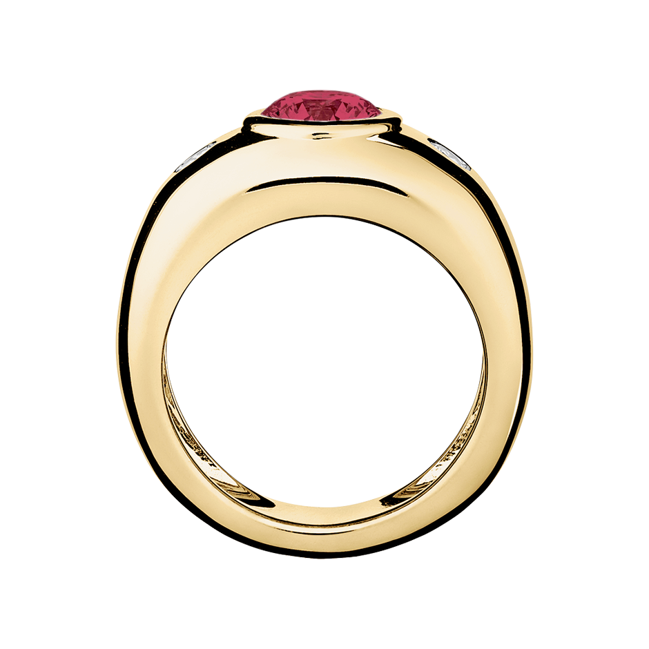 Naples Ruby red in Yellow Gold