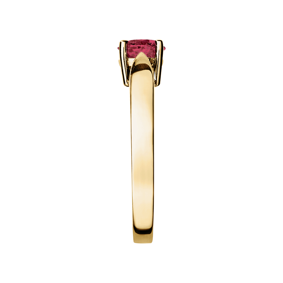 Vancouver Ruby red in Yellow Gold